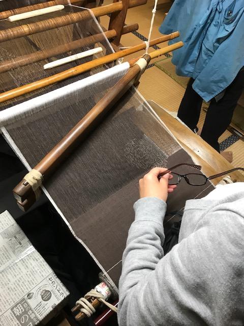 結城紬 地機織の職人